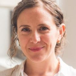 Dr. Zeynep  Gurtin